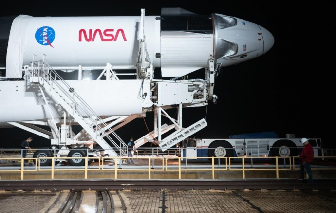 Перший експлуатаційний політ SpaceX Crew Dragon відбудеться 14 листопада. Ракета вже на космодромі